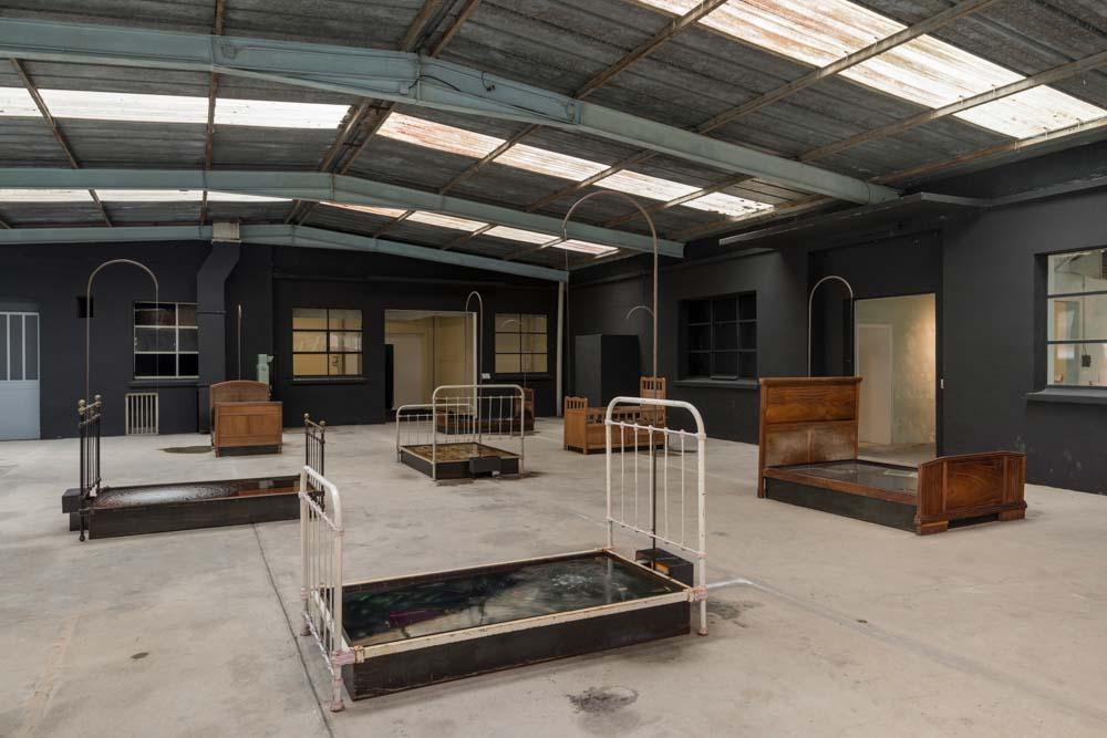 8528479a170 Jardin-Lavoir, 2000, beds, metal, wood, water, hydraulic system, objets  trouvés, 700 x 2000 x 1800 cm about, © ADAGP Paris, Photo Oak Taylor-Smith
